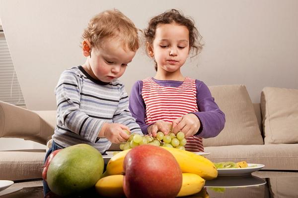 Szőlő Gyümölcsök: Egészséges Tízórai Az Iskolába: Egy Fürt Szőlő